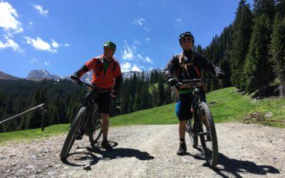Unterwegs mit dem E-bike auf der Seiser Alm in Südtirol